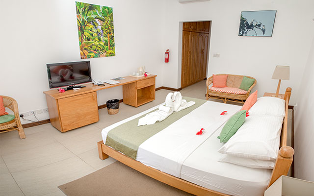 MLS_bed-breakfast-accommodation-seychelles_double-room-bnb_slider_01