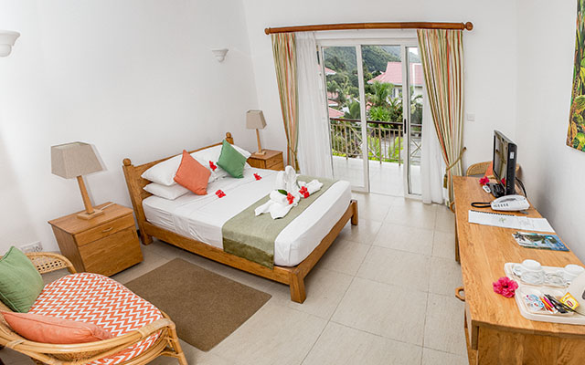 MLS_bed-breakfast-accommodation-seychelles_double-room-bnb_slider_03
