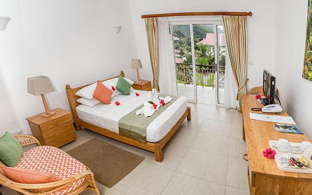MLS_bed-breakfast-accommodation-seychelles_double-room-bnb_slider_03