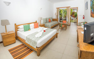 MLS_bed-breakfast-accommodation-seychelles_family-room-bnb_slider_(2)