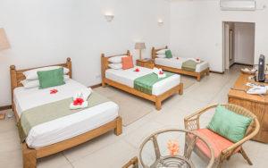 MLS_bed-breakfast-accommodation-seychelles_triple-room-bnb_slider_03