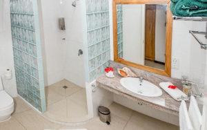 MLS_bed-breakfast-accommodation-seychelles_triple-room-bnb_slider_06