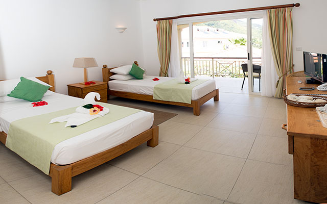 MLS_bed-breakfast-accommodation-seychelles_twin-room-bnb_slider_02
