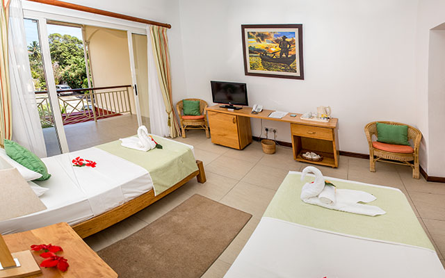 MLS_bed-breakfast-accommodation-seychelles_twin-room-bnb_slider_05